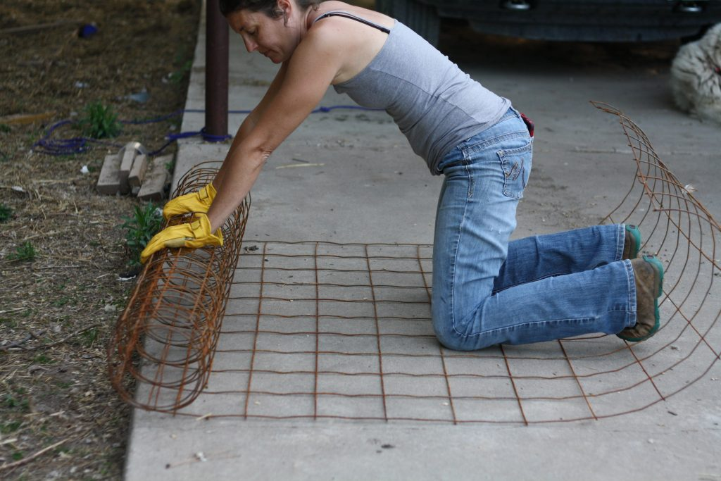 Learn to make the best DIY tomato cages!