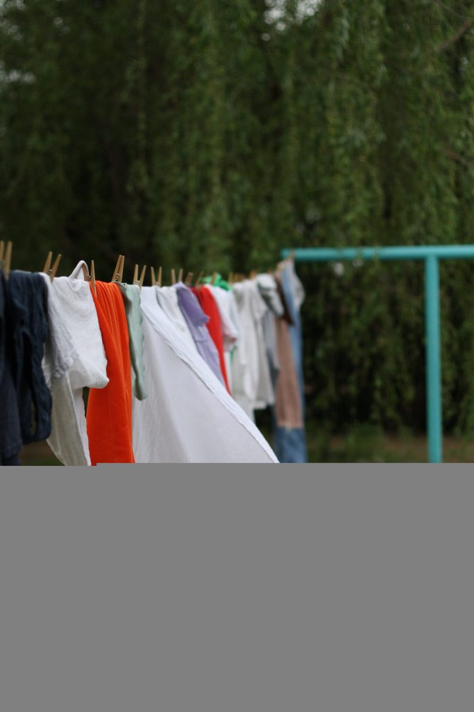 Learn tips on how to use your clothesline from a veteran farmwife! #sustainableliving #homesteading #homemaking