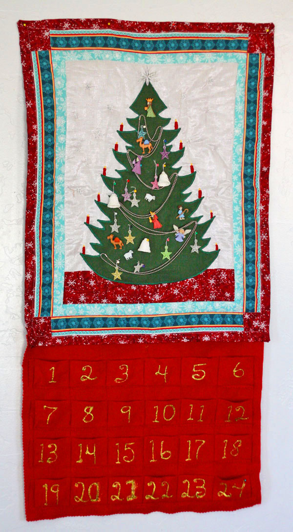 Learn to make a quilted advent calendar for your family to enjoy this Christmas season! #christmas #advent #countdowntochristmas #adventcalendar